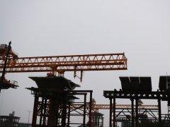 湖南长沙架桥机公司运行前的C型支腿着重检查
